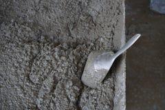 Échantillonnage concret frais pour examiner par le scoop en aluminium photos libres de droits