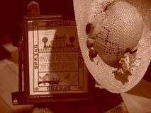 Échantillonneur de source avec le chapeau de paille photo stock