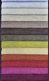 Échantillons colorés de tissu de rideau Images libres de droits