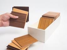 Échantillons de bois de placage sur le fond blanc sele de conception intérieure Images libres de droits