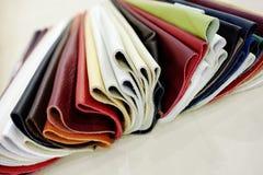 Échantillons de cuir de faux de capitonnage Photo stock