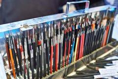 Échantillons de fils électriques sur la boîte en métal Photographie stock
