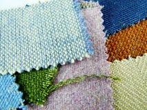 Échantillons de tissu dans des tons frais Images libres de droits