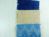 Échantillons de tissu dans des tons frais Photo stock