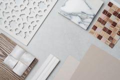 Échantillons du matériel, bois, sur la table concrète Se de conception intérieure Photographie stock
