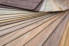Échantillons en bois pour le stratifié ou les meubles de plancher dans le bâtiment à la maison ou commercial Petits panneaux témo Photographie stock