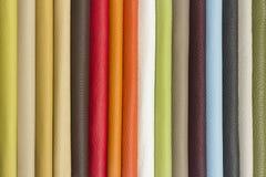 Échantillons en cuir multicolores - plan rapproché Images stock