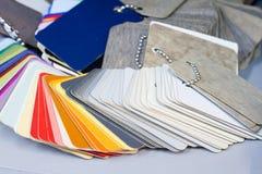 Échantillons en plastique multicolores pour les meubles de fabrication et de commande Photographie stock