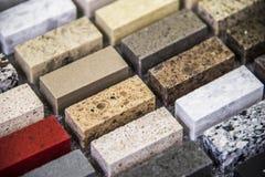 Échantillons intérieurs modernes de couleur de partie supérieure du comptoir de granit de cuisine Photos libres de droits