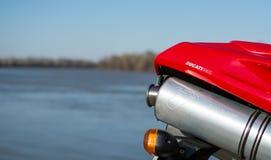 Échappement de sport de moto rouge de Ducati 996 Photographie stock libre de droits
