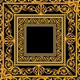Écharpe avec un modèle de baroque d'or d'éléments d'or sur un noir et un fond de Bourgogne illustration libre de droits