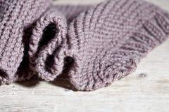 Écharpe brune tricotée Photos stock