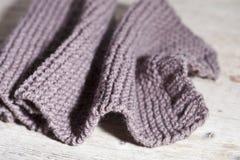 Écharpe brune tricotée Photos libres de droits