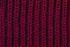 Écharpe et aiguilles de tricotage photos stock