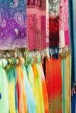 Écharpe et tissu en soie colorés Image stock