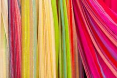 Écharpes colorées. Photos libres de droits