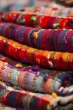 Écharpes de soie et de laine photographie stock libre de droits