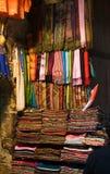 Écharpes sur l'affichage Photographie stock