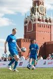 Échauffement de joueurs de football avant le jeu Image libre de droits