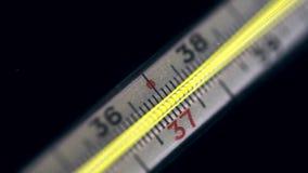 Échelle de Mercury Thermometer banque de vidéos