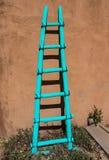 Échelle en bois de turquoise au ranch de Ghost images libres de droits