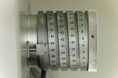 Échelle sur le dispositif antique de mesure Photo stock