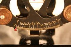 Échelles antiques d'équilibre photo stock