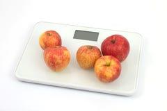 Échelles avec les pommes 1 photo libre de droits