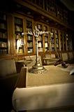 Échelles décoratives de justice dans la bibliothèque Photo libre de droits