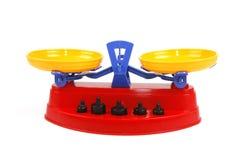 Échelles de jouet avec des poids Photographie stock libre de droits