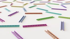 Échelles différemment colorées dans même une grille serrée sur une surface en béton simple Photo libre de droits