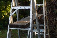 Échelles et planche en aluminium d'échafaudage images libres de droits