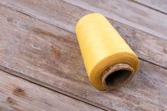 Écheveau de fil jaune Images stock