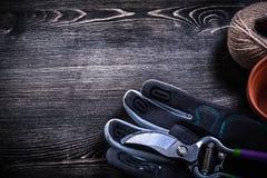 Écheveau de pot de tourbe de pruner de jardin de gant de sécurité de corde Images libres de droits