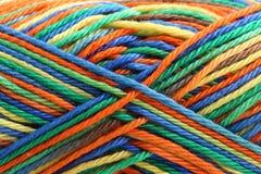 Écheveau des fils multicolores Images libres de droits