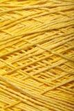 Écheveau jaune de fil Photographie stock libre de droits