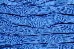 Écheveaux bleus de soie comme texture de fond Photo stock