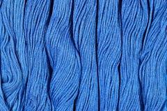 Écheveaux bleus de soie comme texture de fond Image libre de droits