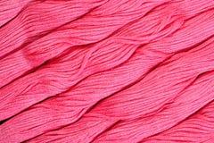 Écheveaux roses de soie comme texture de fond Photo libre de droits