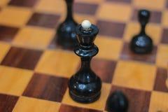 Échiquier avec des morceaux Position de Chessmate photo stock
