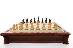 Échiquier et pièces d'échecs Photographie stock libre de droits