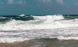 Échouez avec des vagues sur une mer agitée, San Juan, Porto Rico images libres de droits