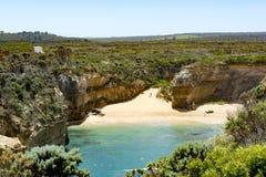 Échouez entre les formations de roche dans des apôtres de la baie douze, l'Australie, lumière de matin aux apôtres de la formatio Photographie stock