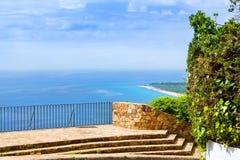 Échouez la côte, plate-forme d'observation en pierre, Blanes Espagne Photo libre de droits