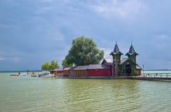 Échouez le pilier au lac Balaton dans la ville de Keszthely, Hongrie photographie stock