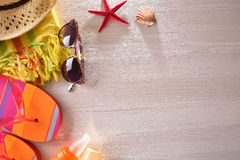 Échouez les articles préparés sur une vue supérieure en bois de table Photographie stock libre de droits