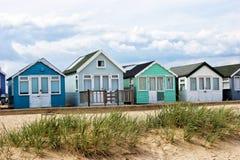 Échouez les huttes sur les dunes arénacées sur la côte anglaise Photographie stock