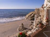 Échouez les scènes à Nerja, une station de vacances sur Costa Del Sol près de Malaga, Andalousie, Espagne, l'Europe Photos libres de droits