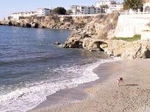 Échouez les scènes à Nerja, une station de vacances sur Costa Del Sol près de Malaga, Andalousie, Espagne, l'Europe Photographie stock