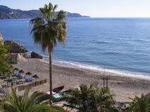 Échouez les scènes à Nerja, une station de vacances sur Costa Del Sol près de Malaga, Andalousie, Espagne, l'Europe Images stock